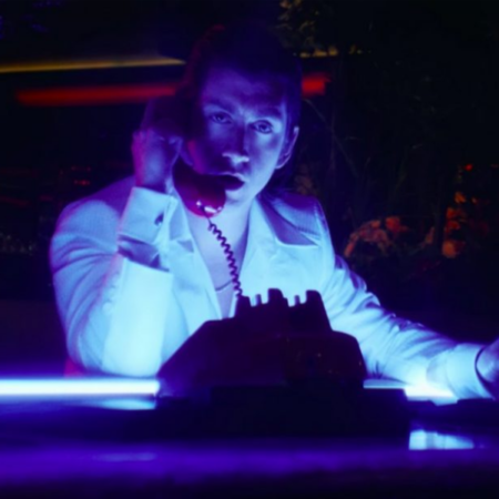Alex Turner en video Tranquility Base Hotel & Casino - OtrasYerbasRock