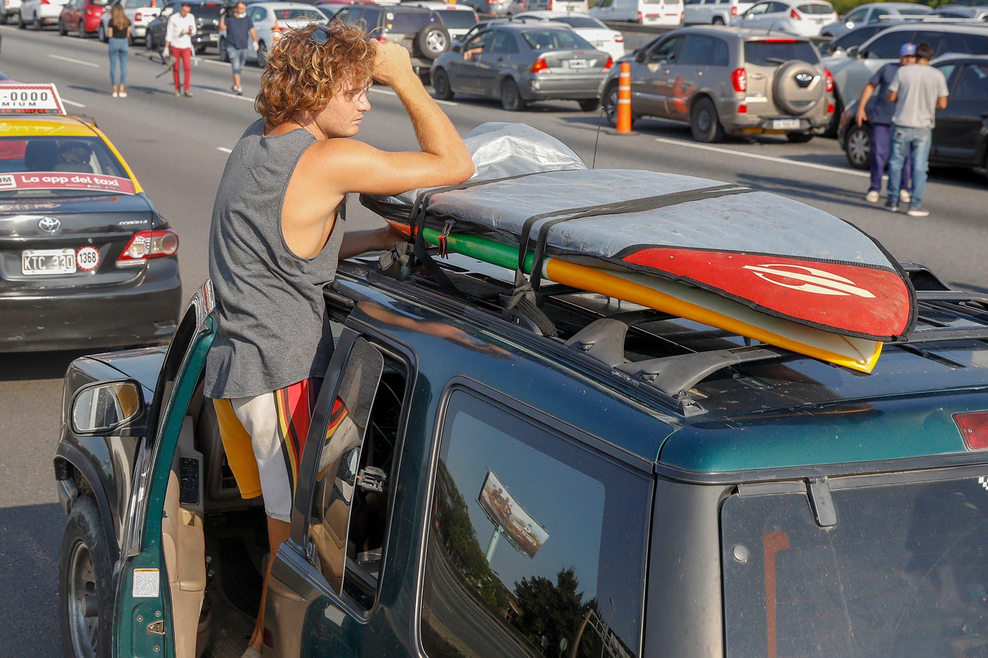 Surfista volviendo de Brasil - OYR